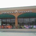 Foto de Paradocx Vineyard s Wine Shop & Cafe
