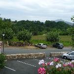 vue du petit parking devant l'hotel