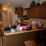 Large kitchen w/island & 2 barstools