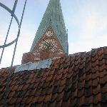 Ausblick auf ein uraltes Dach-wenig Licht im Zimmer