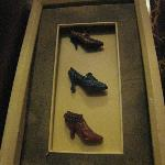framed shoe sculptures, women's room, Vin Rouge
