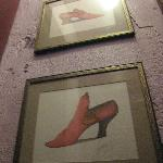 shoe illustrations, women's room, Vin Rouge