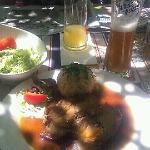 Empfehlenswert: Samstags ofenfrischer Schweinsbraten mit Semmeln?del und Krautsalat. Sehr lecker