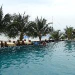 La piscine face à la mer