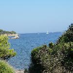 La mer et l'ïle de Porquerolles vue du haut de la crique