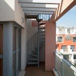 Escalera para subir a la terraza donde está el jacuzzi