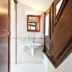 En suite bathrooms in each apartment