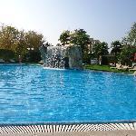 piscina con tantissimi idromassaggi