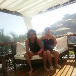 sillones en el deck de la pileta