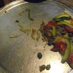 Lo que quedó de una pizza vegetariana!