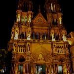 Frente de la iglesia de los padres Capuchinos: arquitectura impactante.
