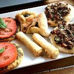 à l'ouest : galette de zahtar, au nord : fatayer, au sud : rekakat ♥ et à l'est : tartelette à