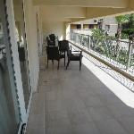 sedie sul balcone condiviso
