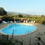 la piscine devant la montagne de Lure