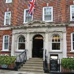 Die Hoteleingangstür des No. Ten Manchester Street Hotels
