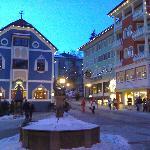la piazza fronte hotel