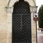 Santuario di Santa Lucia, l'entrata dall'esterno del santuario