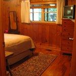 creekside cabin queen bed