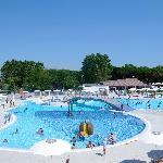 La nostra nuova piscina con giochi d'acqua e idromassaggi