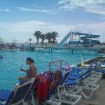 piscine et toboggan