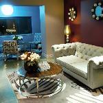 Cozy Guest Lounge