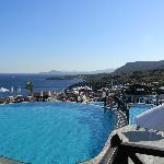 le bleu des piscines, de la mer et du ciel