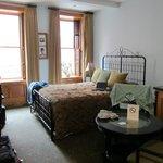 Zimmer Sid Caesar im Blue Moon Hotel