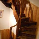 La scala a chiocchiola che porta ai piani superiori