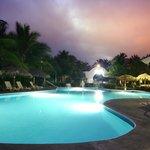 Club de Playa, alberca noche