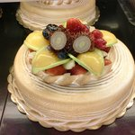 Ranbutan and fruit topped cake