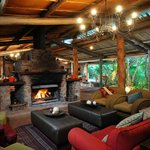 Share your safari experiences around a warm fire, feel at home and enjoy a drink.