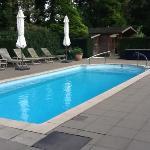 het kleine verwarmde zwembad