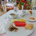 Breakfast, round one!