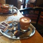 eccezzionale caffe lounge, servizio alla carta da 5 stelle di categoria superiore!!!!