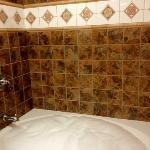 Spacious Bath Jacuzzi
