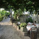 la zona pranzo del giardino