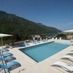 piscine panoramique vue mer et montagne