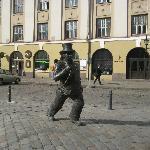 Скульптура перед отелем