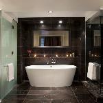 Deluxe Room Bath