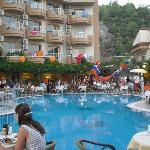 Dineren bij het Zwembad Grand Faros Hotel