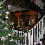 Christmas at Carlisle Inn - Walnut Creek - staircase and loby area