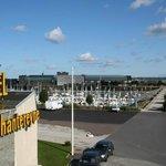 L'hôtel Chantereyne est situé directement sur la marina