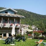 L'albergo visto dal giardino sul retro
