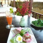 Welcome Drink und Balinesische Süssigkeiten