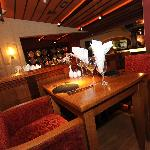 Restaurant: Tables