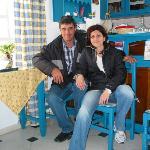 Thodoris och Rena i receptionen.