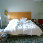 Dos camas, bastante blandas.