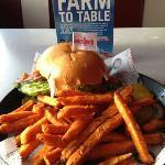 pepper jack burger w/sweet potato fries