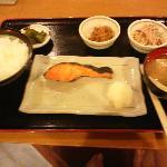 朝食(鮭定食¥500おすすめ)