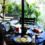 Villa Tunjung - Breakfast (Pool Area)